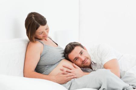 La probabilidad de que tu parto acabe en cesárea es de la mitad si te dejan pujar un ratito más