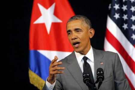 Obama Banderas Cubanas Y Americanas