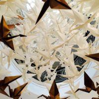 Empaperart inunda de grullas de origami en la residencia del embajador de Japón en Madrid