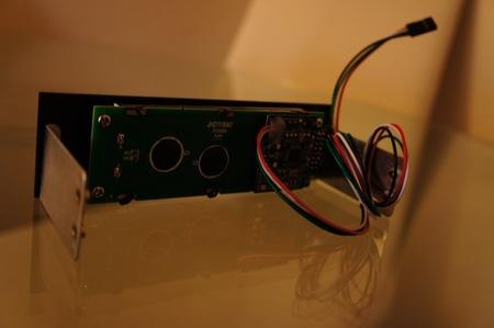 El display viene montado para insertar en una bahía de 5 1/4 en un PC