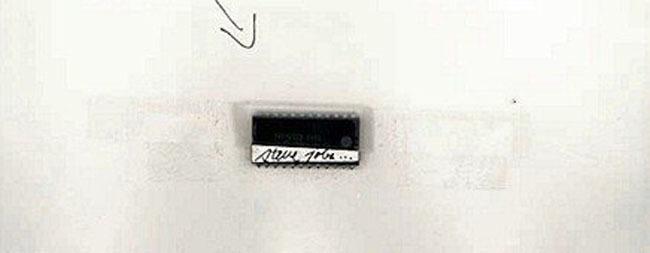 Chip firmado por Steve Jobs