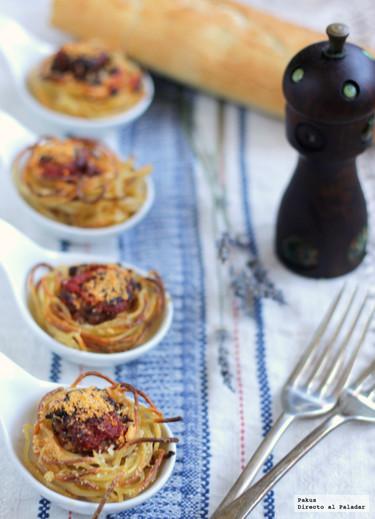 Nidos de espaguetis con queso de Burgos y carne picada. Receta