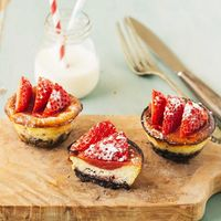 Cheesecakes con fresas y galletas. Receta