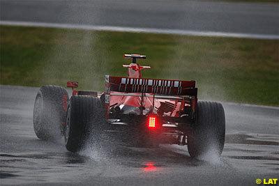 Kimi Raikkonen y los Ferrari F2008 mandan en Jerez