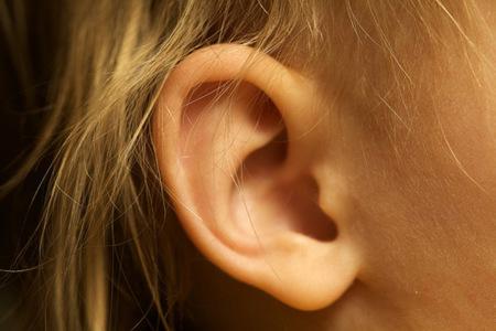 Lo que no sabías de la cerilla de los oídos