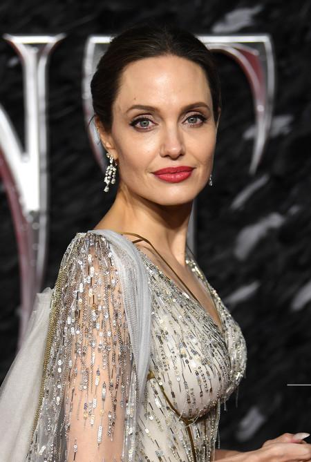 Siete labiales rojos que son pura novedad con los que copiar el look de Angelina Jolie