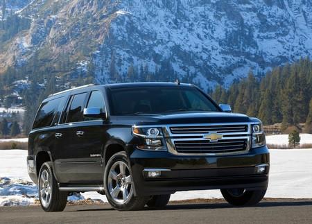 Chevrolet Suburban 2015 1024 01
