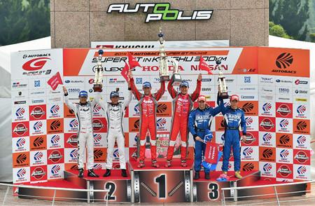Nissan copa el podio del GT500 y Lucas Ordóñez es cuarto en el GT300 en Autopolis