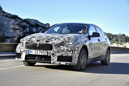 El BMW Serie 1 2020 da un último paseo previo a su estreno y confirma algunos datos técnicos