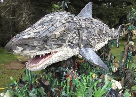 13 esculturas hechas de desechos muestran el problema de la polución en las playas