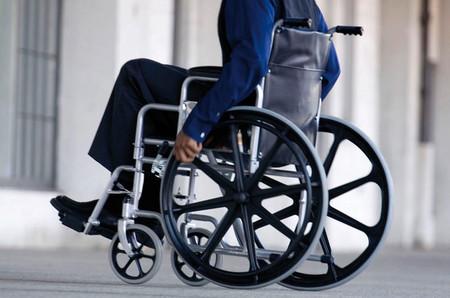 Un grupo de jóvenes colombianos crearon una silla de ruedas que se controla con los ojos