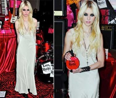 Taylor Momsen en su look más gótico para Victoria's Secret