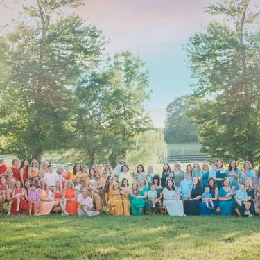 La preciosa sesión de fotos de 40 madres celebrando la vida de sus bebés arcoíris