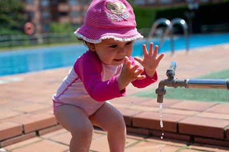 La foto de tu bebé: Ana descubriendo el grifo
