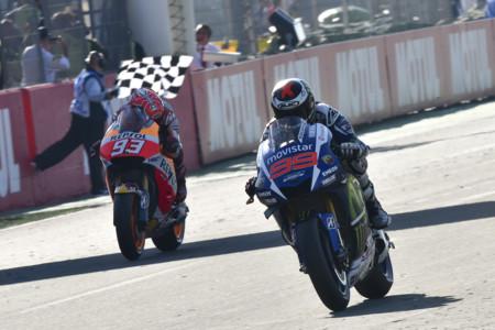 Jorge Lorenzo es el nuevo rey de MotoGP y la próxima Ducati Scrambler 400… o Scramblerina