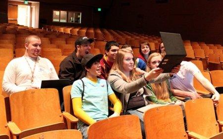 Un estudio asegura que los adolescentes construyen de manera positiva su futuro con lo que descubren en la red