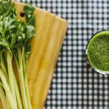 Beneficios del jugo de apio para la salud. Limpia tu hígado naturalmente