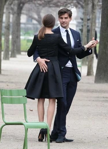 ¿Qué hacen Johannes Huebl y Olivia Palermo bailando en medio de París?
