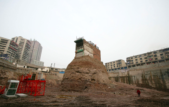 Así son las casas-clavo,símbolos de resistencia contra China