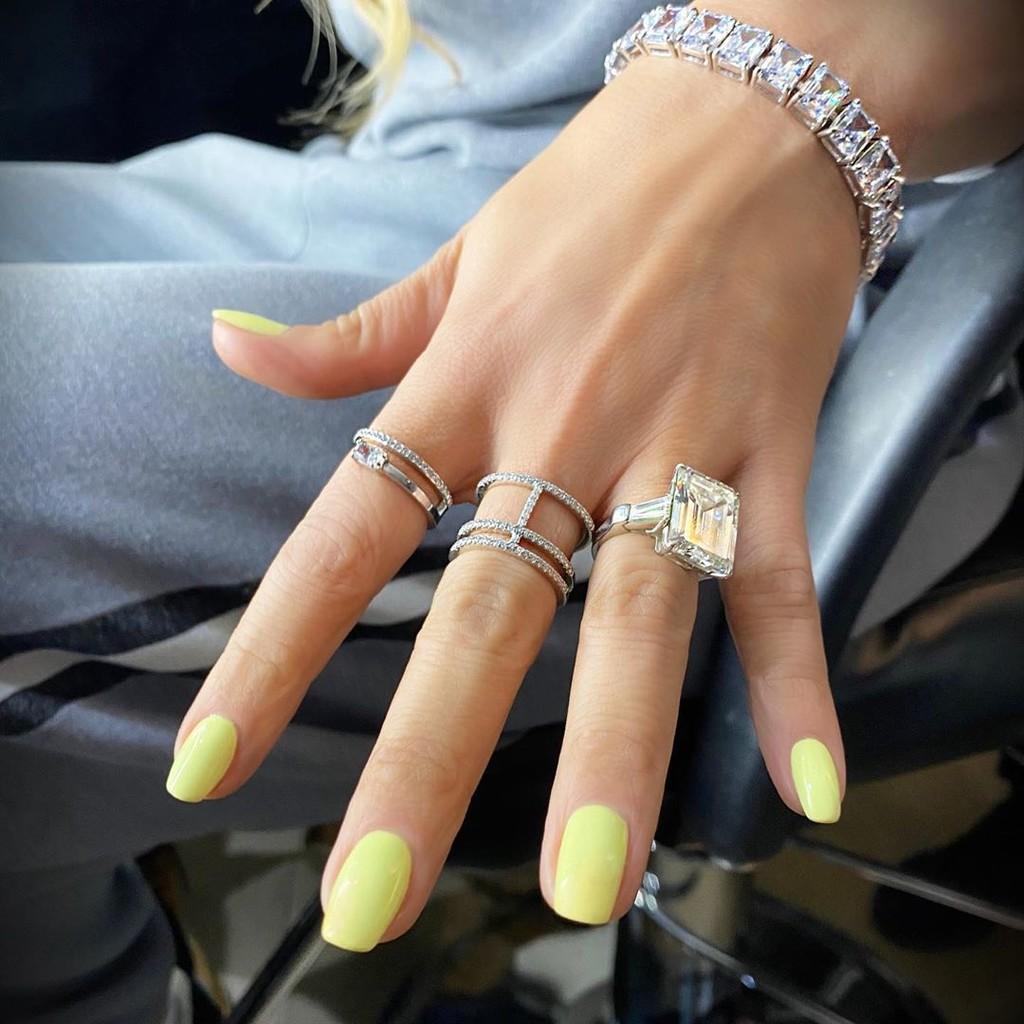 Copiamos la manicura mas primaveral e ideal en amarillo de Jennifer Lopez con estos cinco esmaltes de uñas