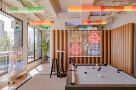 Diversión y algo de trabajo: así son las nuevas oficinas de Xcelirate en Barcelona diseñadas por Lagranja Design