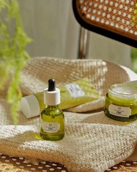La nueva línea de The Body Shop vuelve a contar con el cáñamo como ingrediente principal para hidratar y calmar la piel
