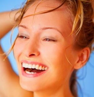Atenua y reduce las marcas y cicatrices
