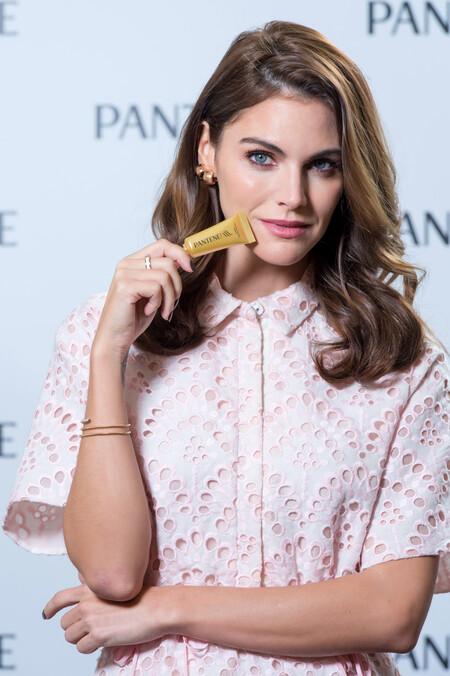 Amaia Salamanca luce un perfecto look de primavera como nueva embajadora de Pantene