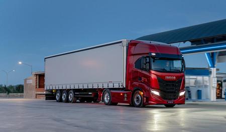 La DGT avisa de peligro de nevadas en las carreteras y descarta restringir la circulación de camiones (por ahora)