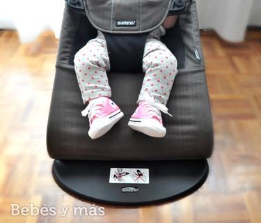 Probamos la hamaca de Babybjörn: juego, relax y descanso todo en uno