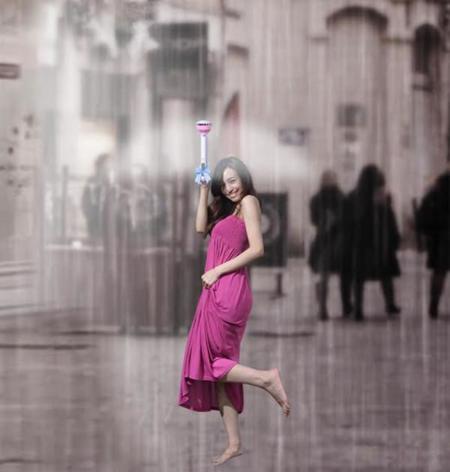 El paraguas de aire con el que no estorbarás por la calle busca tu dinero