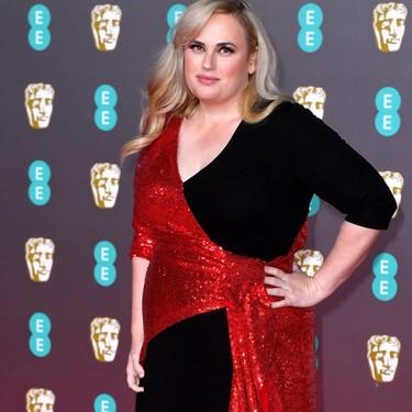 Una espectacular Rebel Wilson nos da una lección de estilo curvy en la alfombra roja de los Premios BAFTA 2020