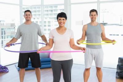 El hula-hoop, una buena manera de moldear abdomen
