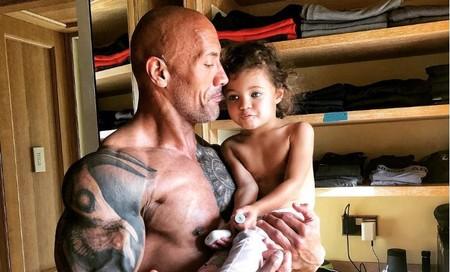 """El tierno mensaje de """"La Roca"""" sobre pasar tiempo con nuestros hijos, por más cansados que estemos"""