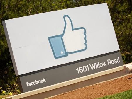 Los usuarios de Facebook cada vez publican menos información sobre su vida privada.
