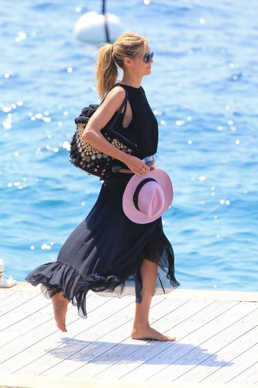 Heidi Klum con faldas y a lo loco para navegar por Cannes