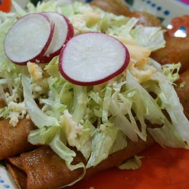Enchiladas de requesón. Receta fácil de comida mexicana