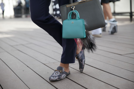 Clonados y pillados: son mocasines abiertos pero no los firma Gucci