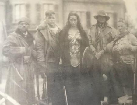 Steve Trevor junto a Wonder Woman