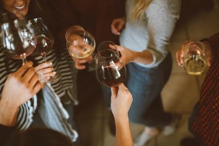La vinoteca más vendida en Amazon tiene capacidad para 12 de tus botellas favoritas, está a precio mínimo y hoy ahorras 30 euros
