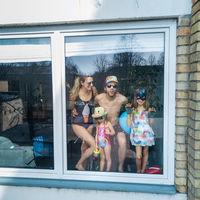 'Portraits of quarantine', la cara divertida del encierro en los hogares de Lituania a vista de dron, por Adas Vasiliauskas