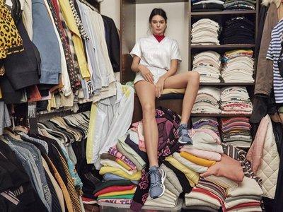 Nos colamos en el interior del armario de Kendall Jenner gracias a la nueva campaña de adidas Originals