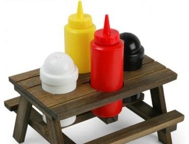 Un set de picnic para condimentar hamburguesas