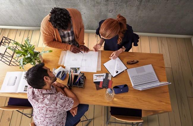 Un entorno laboral poco inspirador está entre las causas que merman la creatividad en el trabajo