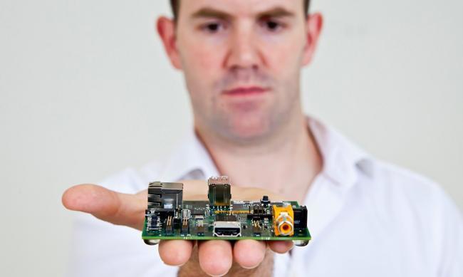 """""""En dos días hemos vendido 150.000 Raspberry Pi 2"""" Entrevista a Eben Upton"""