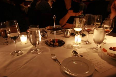 Si quieres comer menos, invita a alguien que coma ligero