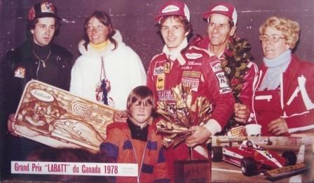 Gilles Villeneuve, vencedor del GP de Canadá 1978, junto a su hijo Jacques
