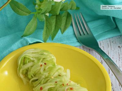 Ensalada agridulce de spaghetti de pepino. Receta