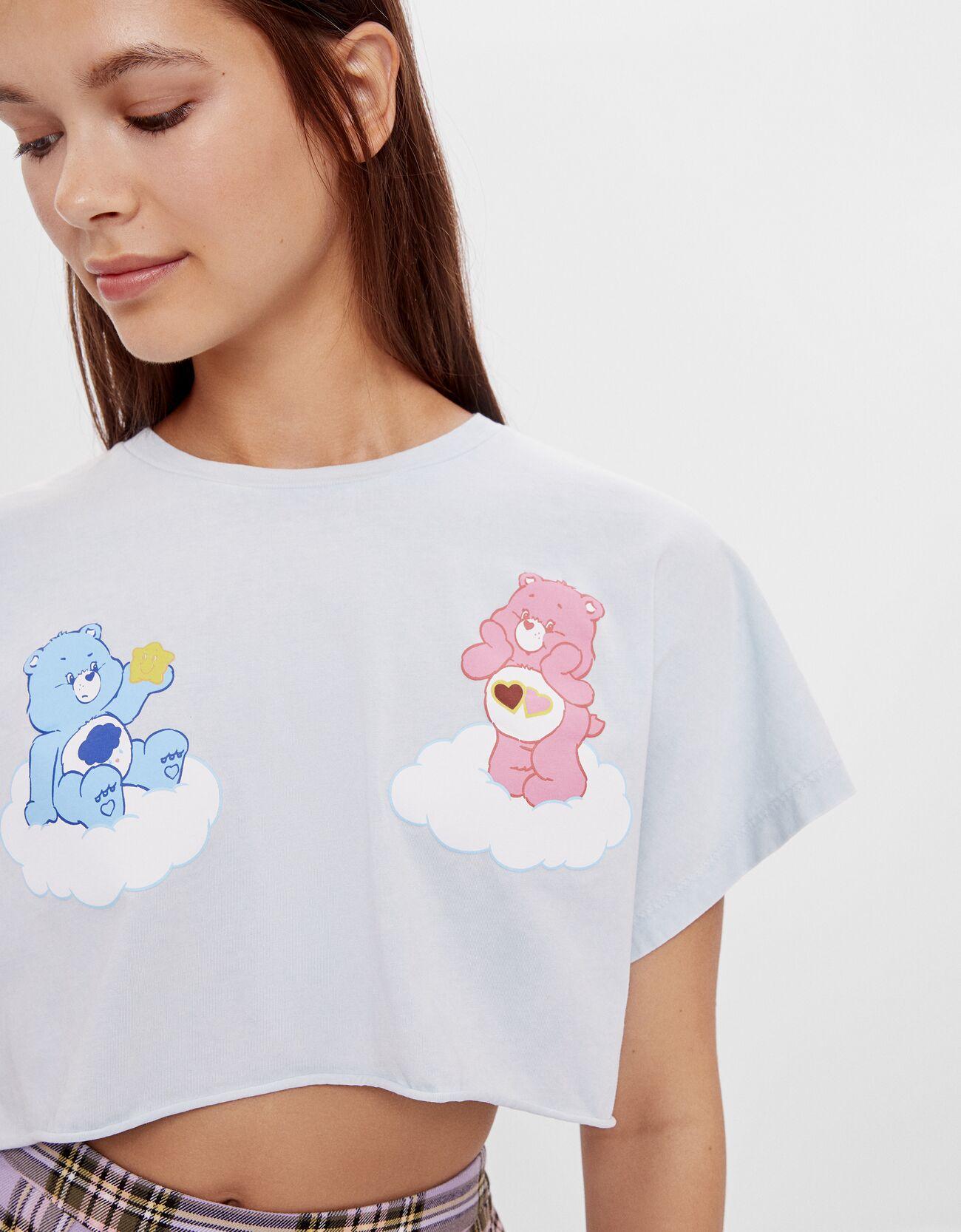 Camiseta cropped en azul cielo.