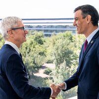 Una foto inusual: Tim Cook recibe al presidente español Pedro Sánchez en el Apple Park